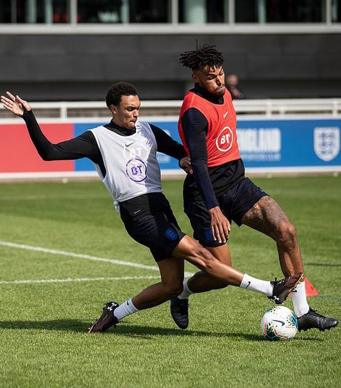 Cầu thủ vô gia cư được tuyển Anh triệu tập đá EURO - Ảnh 8.