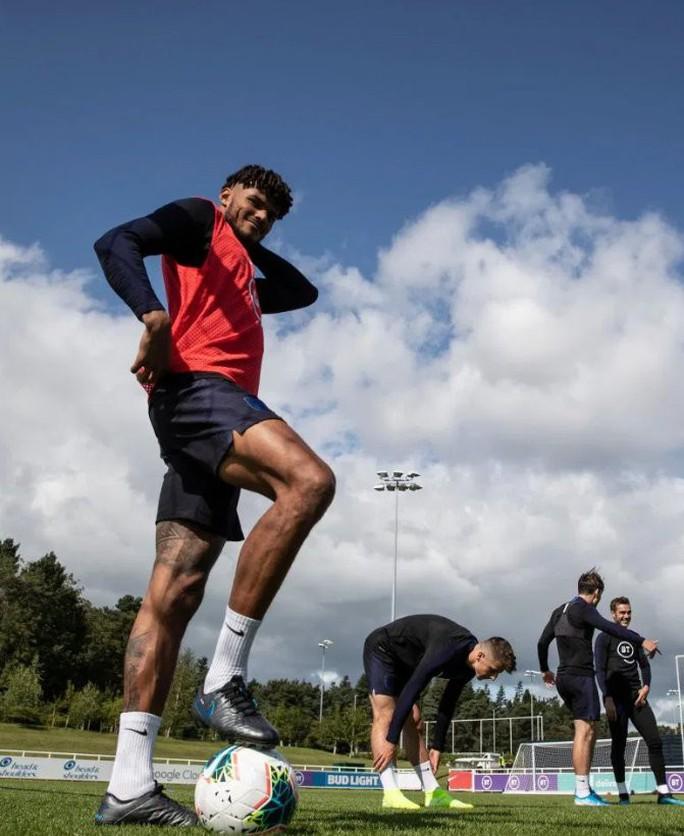 Cầu thủ vô gia cư được tuyển Anh triệu tập đá EURO - Ảnh 2.