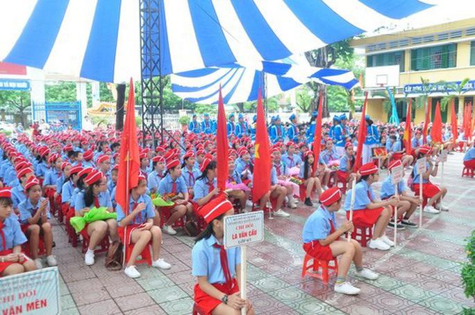 Ngày khai giảng: Không bóng bay, bộ đội cõng học sinh đến trường - Ảnh 10.