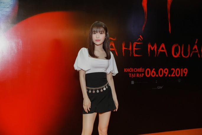 """Chi Pu, Han Sara đọ sắc trên thảm đỏ phim """"IT 2"""" - Ảnh 4."""