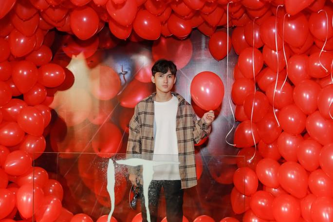 """Chi Pu, Han Sara đọ sắc trên thảm đỏ phim """"IT 2"""" - Ảnh 10."""