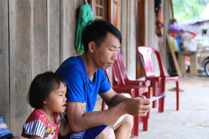 Xót xa những em bé 4 tuổi đã phải trọ học xa nhà vì thiếu giáo viên - Ảnh 1.