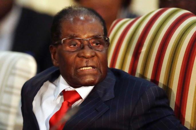 Cựu Tổng thống Zimbabwe Robert Mugabe qua đời ở tuổi 95 - Ảnh 1.
