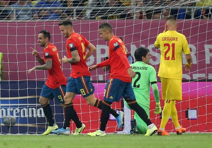 Thẻ đỏ oan nghiệt, tuyển Tây Ban Nha hút chết tại Romania - Ảnh 6.