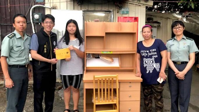 Vượt nghịch cảnh học giỏi, nữ sinh gốc Việt gây bão mạng xã hội Đài Loan - Ảnh 1.