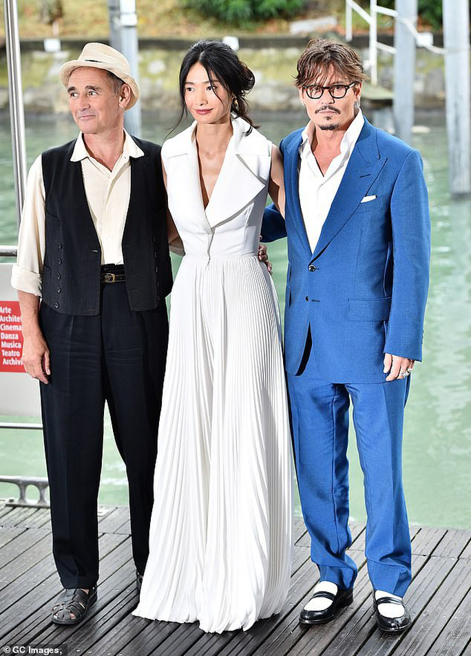 """""""Cướp biển"""" Johnny Depp bảnh bao tại LHP Venice - Ảnh 3."""