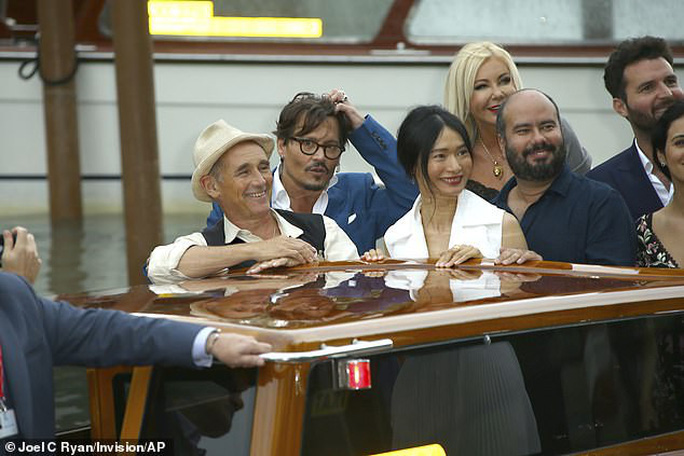"""""""Cướp biển"""" Johnny Depp bảnh bao tại LHP Venice - Ảnh 4."""