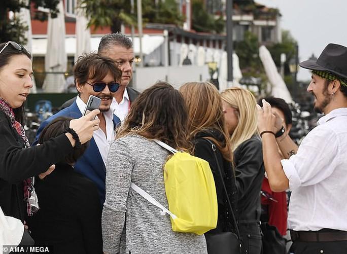 """""""Cướp biển"""" Johnny Depp bảnh bao tại LHP Venice - Ảnh 5."""