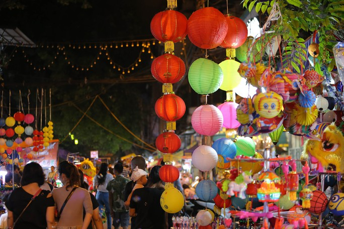 Đèn lồng rợp bóng phố bích hoạ Hà Nội đón Tết Trung thu - Ảnh 14.