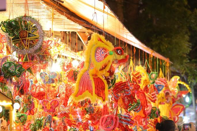 Đèn lồng rợp bóng phố bích hoạ Hà Nội đón Tết Trung thu - Ảnh 15.
