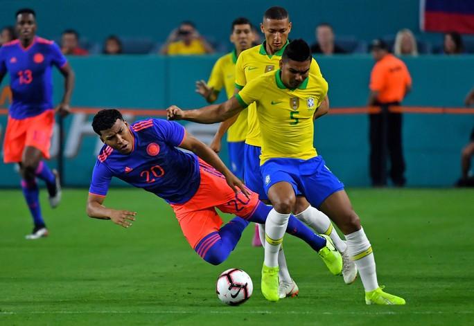 Neymar tái xuất và ghi bàn, Brazil hòa thót tim Colombia - Ảnh 7.