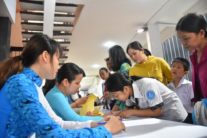 """Chương trình """"Học bổng Báo Người Lao Động"""": Sẻ chia ấm áp - Ảnh 14."""