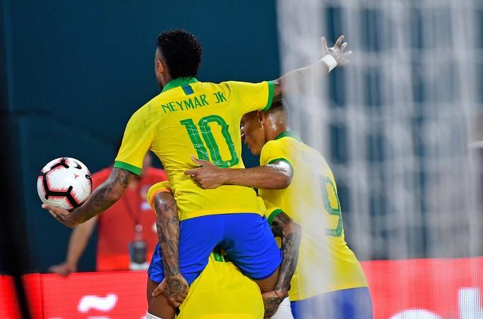 Neymar tái xuất và ghi bàn, Brazil hòa thót tim Colombia - Ảnh 6.