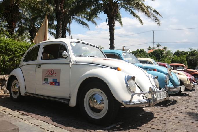 Ngắm dàn xe cổ ba miền đất nước diễu hành tại Hội An - Ảnh 1.