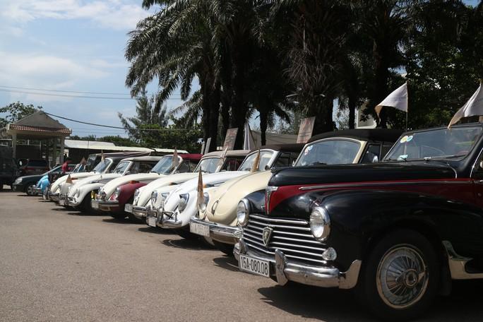 Ngắm dàn xe cổ ba miền đất nước diễu hành tại Hội An - Ảnh 3.