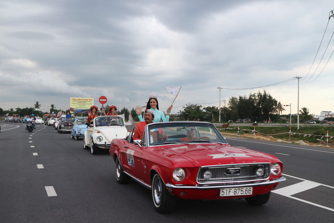 Ngắm dàn xe cổ ba miền đất nước diễu hành tại Hội An - Ảnh 4.