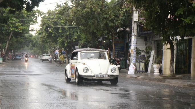 Ngắm dàn xe cổ ba miền đất nước diễu hành tại Hội An - Ảnh 5.