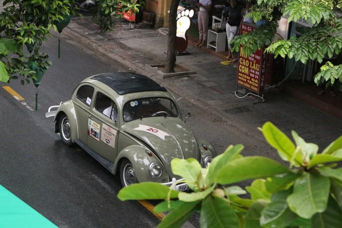 Ngắm dàn xe cổ ba miền đất nước diễu hành tại Hội An - Ảnh 6.