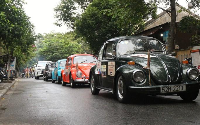 Ngắm dàn xe cổ ba miền đất nước diễu hành tại Hội An - Ảnh 7.