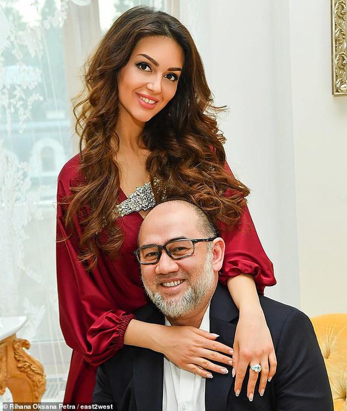 Vì sao cựu Quốc vương Malaysia hối hận vì cưới người đẹp Nga? - Ảnh 3.