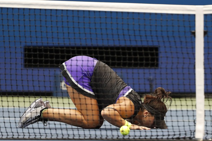 Clip: Serena Williams thua sốc tay vợt 19 tuổi ở chung kết US Open - Ảnh 4.