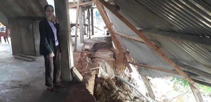 Cận cảnh sạt lở ven Sông Gianh, nhiều nhà dân nguy cơ bị hà bá nuốt chửng - Ảnh 5.