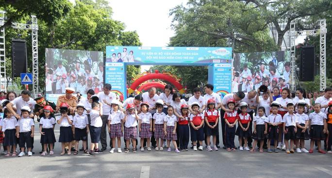 Phó Thủ tướng Trương Hoà Binh cùng 3.000 học sinh đi bộ vận động Đội mũ bảo hiểm cho trẻ em - Ảnh 6.
