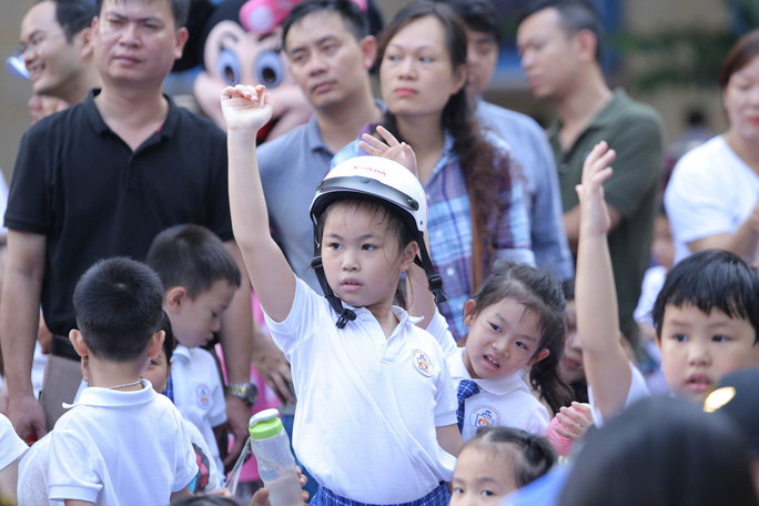 Phó Thủ tướng Trương Hoà Binh cùng 3.000 học sinh đi bộ vận động Đội mũ bảo hiểm cho trẻ em - Ảnh 11.