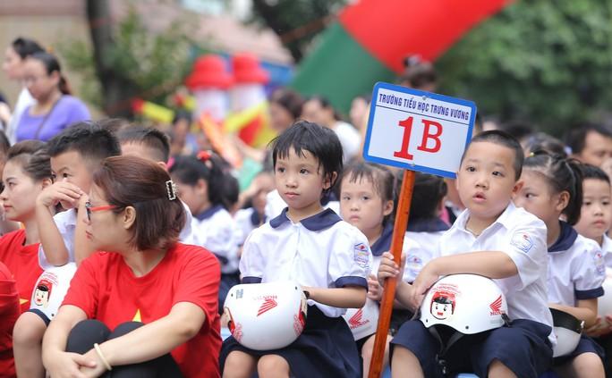 Phó Thủ tướng Trương Hoà Binh cùng 3.000 học sinh đi bộ vận động Đội mũ bảo hiểm cho trẻ em - Ảnh 12.
