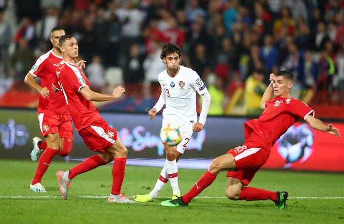 Ronaldo rực sáng, Bồ Đào Nha đãi đại tiệc 6 bàn thắng - Ảnh 6.