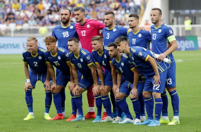 Kosovo gây sốc, tuyển Anh lo thót tim ở vòng loại EURO - Ảnh 3.