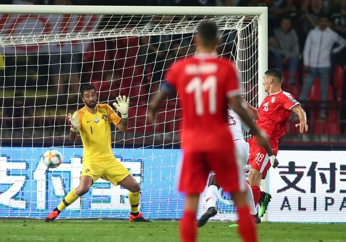 Ronaldo rực sáng, Bồ Đào Nha đãi đại tiệc 6 bàn thắng - Ảnh 4.