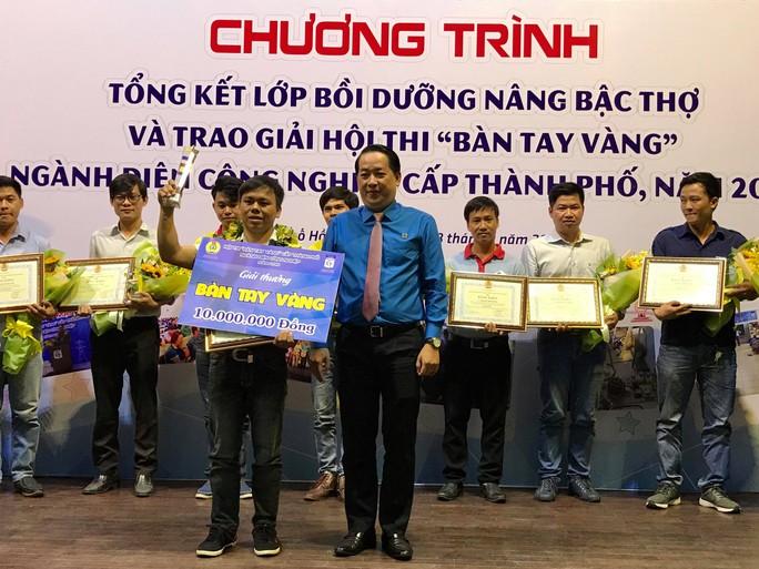 Thí sinh Phúc Thướng, đoạt giải Bàn tay vàng ngành Điện công nghiệp cấp TP năm 2019 - Ảnh 1.