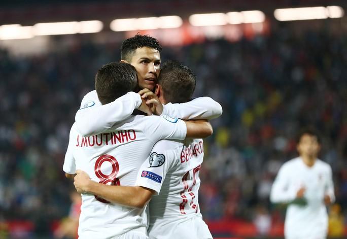 Ronaldo rực sáng, Bồ Đào Nha đãi đại tiệc 6 bàn thắng - Ảnh 5.