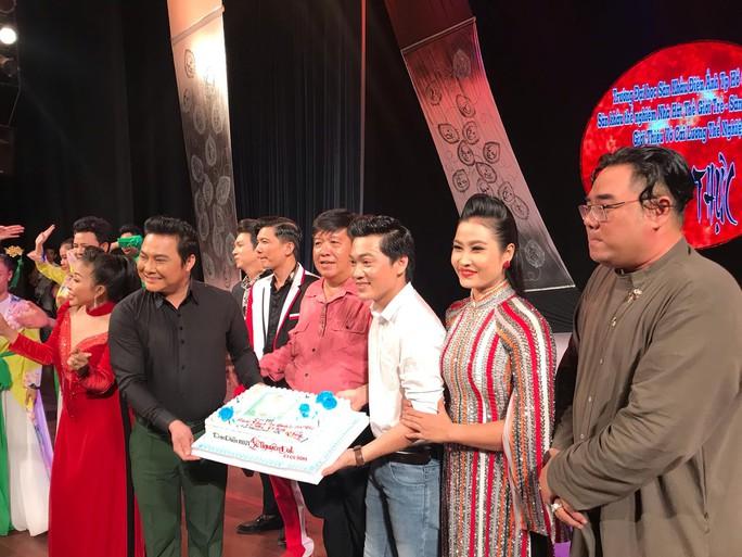 NSƯT Lê Nguyên Đạt chào sân trước thềm liên hoan quốc tế - Ảnh 1.