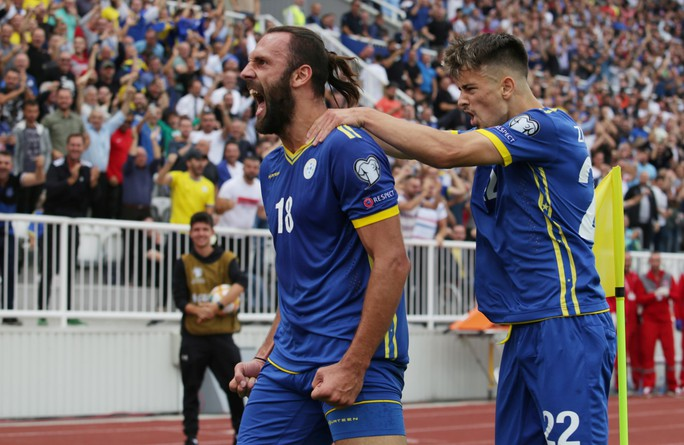 Kosovo gây sốc, tuyển Anh lo thót tim ở vòng loại EURO - Ảnh 2.