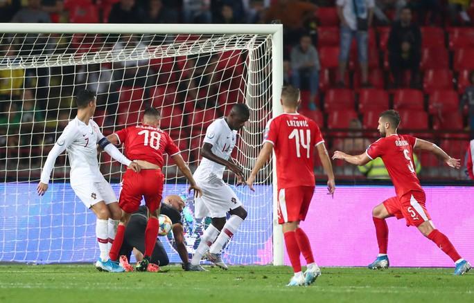 Ronaldo rực sáng, Bồ Đào Nha đãi đại tiệc 6 bàn thắng - Ảnh 3.