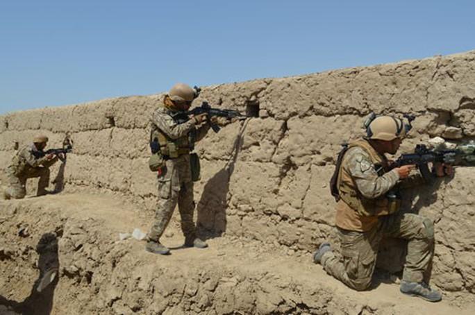Hòa đàm đình trệ, Taliban đe dọa Mỹ - Ảnh 1.