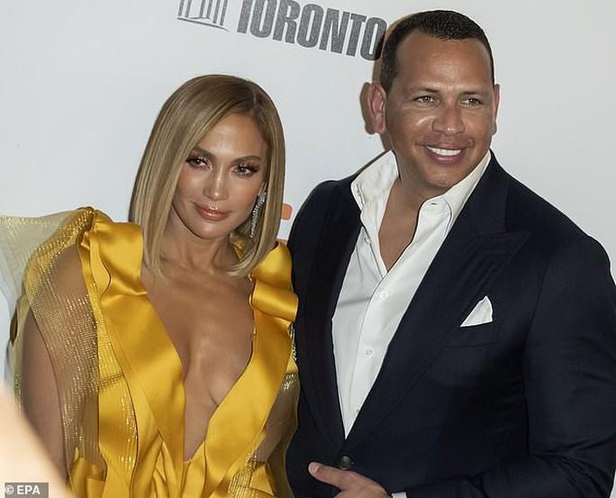 Jennifer Lopez bị khán giả chỉ trích, xua đuổi - Ảnh 3.