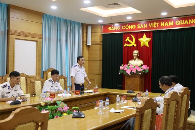Chương trình Một triệu lá cờ Tổ quốc cùng ngư dân bám biển do Báo Người Lao Động triển khai rất ý nghĩa - Ảnh 4.