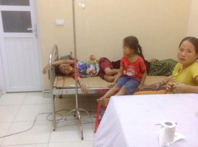 Ăn cỗ mừng tân gia, hơn 30 người nhập viện - Ảnh 1.