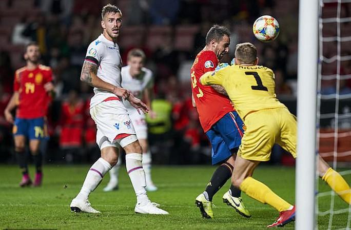 Sao thất sủng Barcelona tỏa sáng, Tây Ban Nha áp sát vòng chung kết EURO - Ảnh 5.
