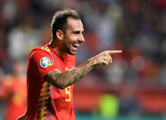 Sao thất sủng Barcelona tỏa sáng, Tây Ban Nha áp sát vòng chung kết EURO - Ảnh 6.