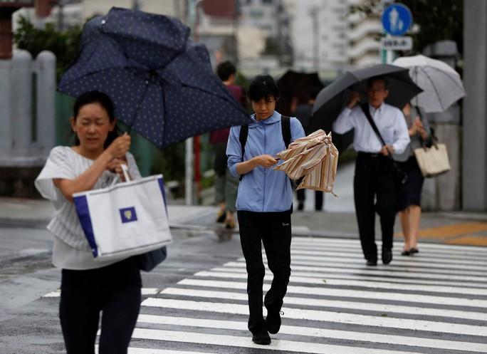 Hai bão lớn tấn công Nhật Bản, bán đảo Triều Tiên - Ảnh 3.
