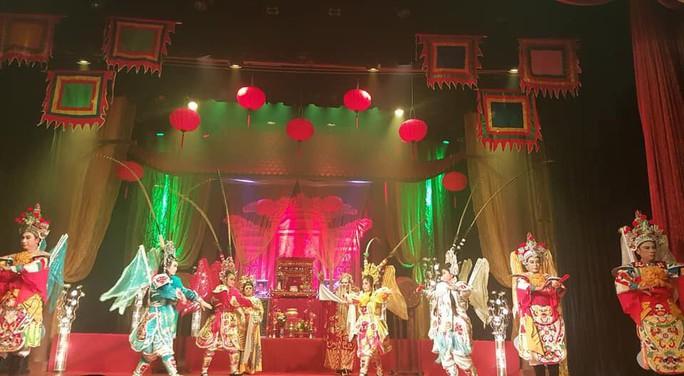 Nghệ sĩ sân khấu tưng bừng giỗ Tổ - Ảnh 4.