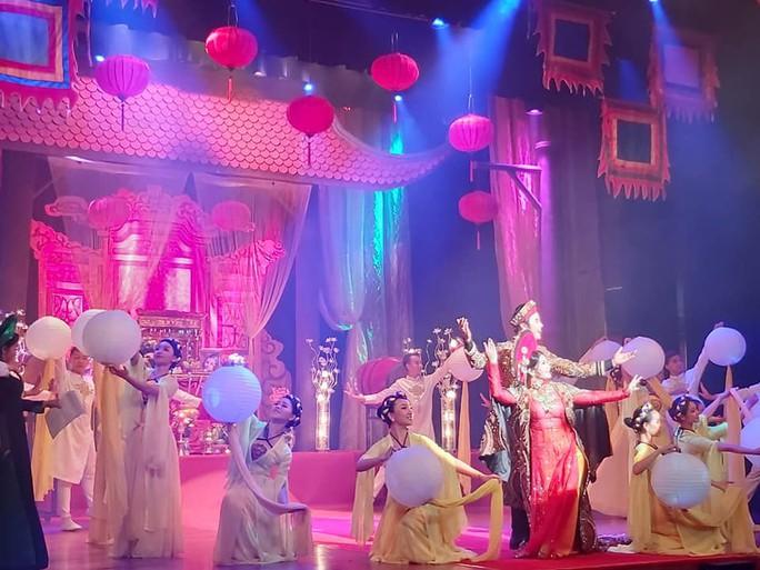Nghệ sĩ sân khấu tưng bừng giỗ Tổ - Ảnh 2.