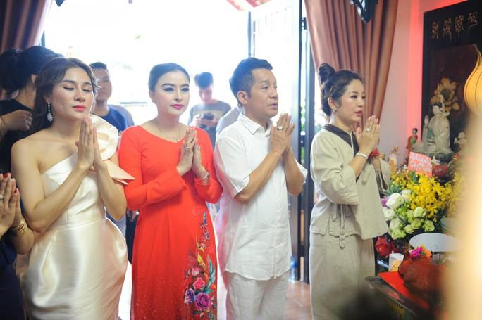 Nghệ sĩ sân khấu tưng bừng giỗ Tổ - Ảnh 3.