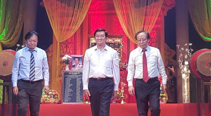 Nghệ sĩ sân khấu tưng bừng giỗ Tổ - Ảnh 1.