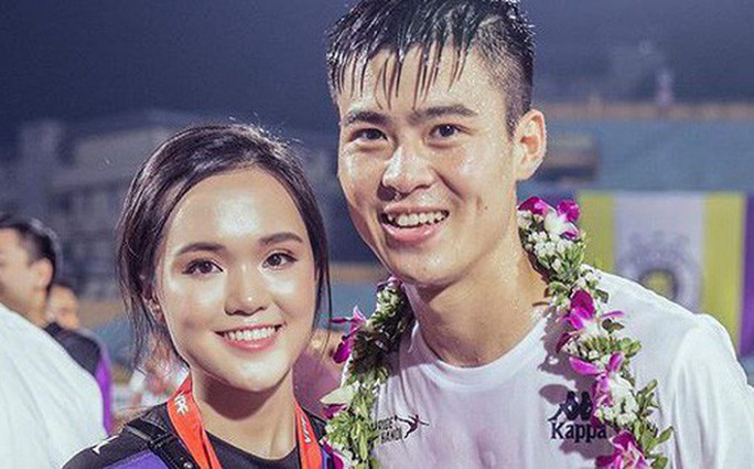 Duy Mạnh cầu hôn em vợ Văn Quyết, cựu chủ tịch Sài Gòn FC xác nhận cho cưới - Ảnh 1.