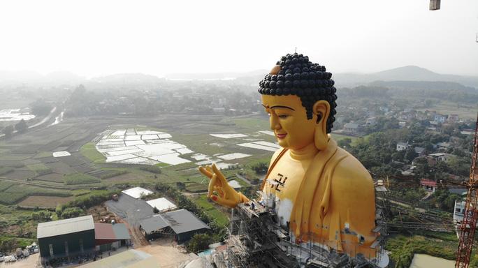 Cận cảnh tượng phật A Di Đà lớn nhất Đông Nam Á đang hoàn thiện ở Hà Nội - Ảnh 8.
